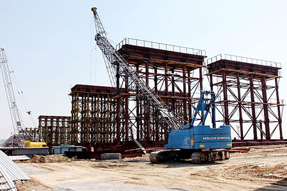 Сегодня, вместо этих временных конструкций мост поддерживают 30 железобетонных опор.