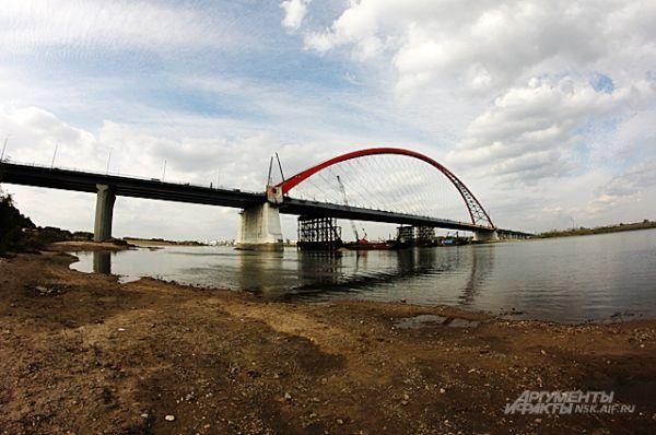 Сентябрь 2014-го. До сдачи моста в эксплуатацию - около месяца.