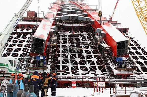 В работах по возведению моста и развязок участвовали 16 организаций области, пять заводов металлоконструкций и девять проектных организаций.
