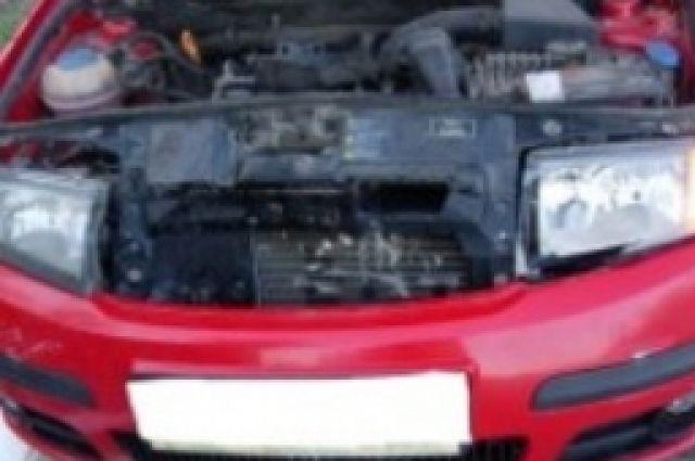 Поврежденный огнем автомобиль