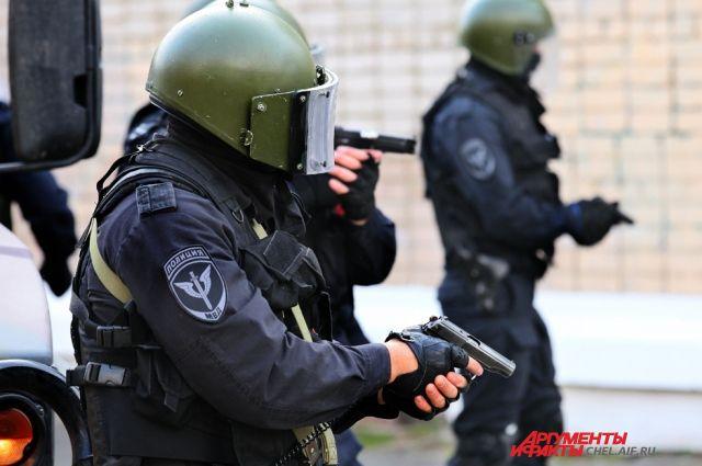 Антитеррористические учения в районе здания ФСБ напугали челябинцев