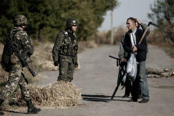 Шутка ли, бойцы ополчения взяли под контроль около 50% территории Луганской и Донецкой областей Украины и это при том, что в начале конфликта они сражались с вилами и косами в руках.