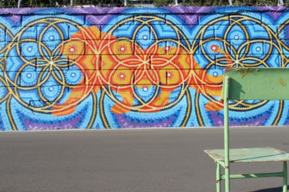 Дамир Бозик, работающий в необычном стиле, символично представил льва, скульптура которого украшает здание городской администрации.