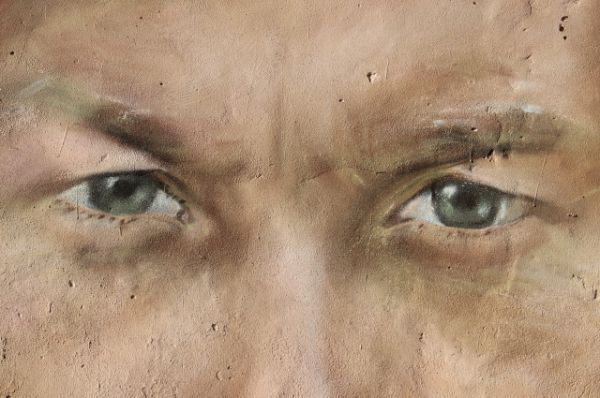 По словам режиссеров Олег Янковский умел молчать и смотреть как никто другой. Дамир Хаммидулин изобразил актера в роли волшебника из фильма «Обыкновенное чудо» режиссера Марка Захарова, в театре которого он служил с 1973 года.