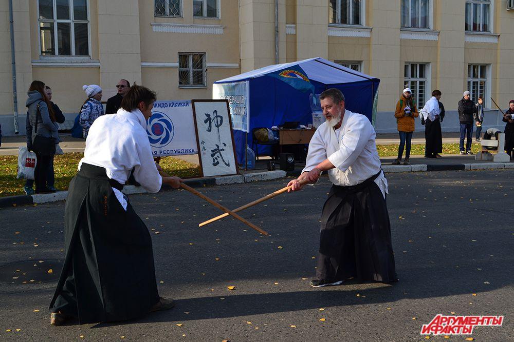 На площади Республики расположились шатры Федерации айкидо – айкикай…