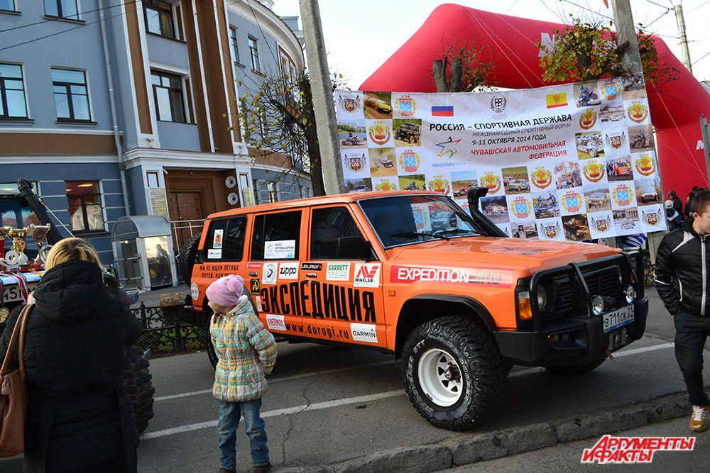 …а апогеем «Спортивного бульвара» стали «боевые машины» чувашской автомобильной федерации.