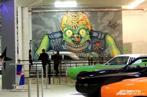 Мастера уверены, что персонаж на стене похож на одного из них.