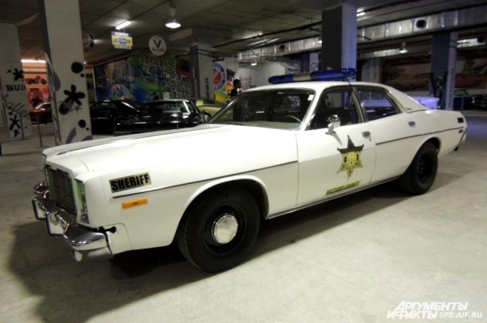 Dodge Monaco Police - настоящий полицейский автомобиль.