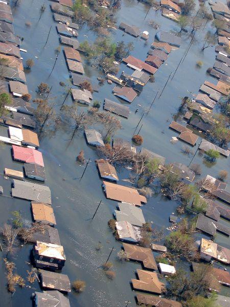 Наиболее тяжёлый ущерб «Катрина» нанесла Новому Орлеану в Луизиане, где под водой оказалось около 80 % площади города.