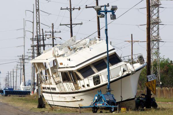 В результате удара «Катрины» погибли 1836 жителей, экономический ущерб по оценкам 2007 года составил $125 млрд. На восстановление пострадавших районов Конгресс США выделил 110 миллиардов долларов. Но еще в августе 2006 года, из-за потери жилья более 100 тысяч семей проживали в трейлерах.