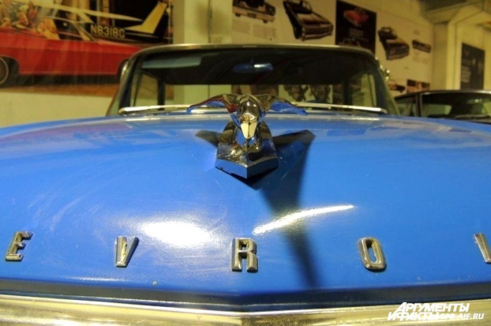 Фигурка летящей птицы была популярна среди автомобилистов 60-х годов.