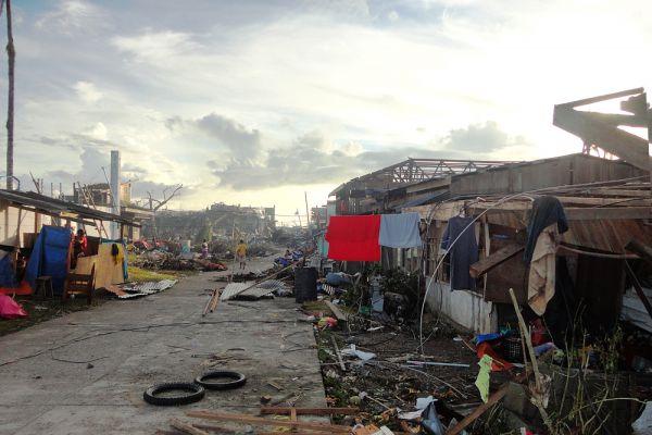 4 декабря 2012 года тайфун «Пабло» достиг крупнейшего филиппинского острова Минданао. Вырывающий деревья с корнями ветер скоростью до 175 километров в час с порывами до 210 километров принес с собой проливные дожди, вызвал наводнения и оползни. На значительной части острова Минданао были нарушены энергоснабжение и связь.