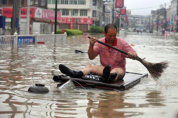 8 августа 2008 года на Тайвань обрушился тайфун «Моракот». Причиненный им экономический ущерб составил 365 миллионов долларов.Число жертв составило 543 человека, 117 числятся пропавшими без вести.