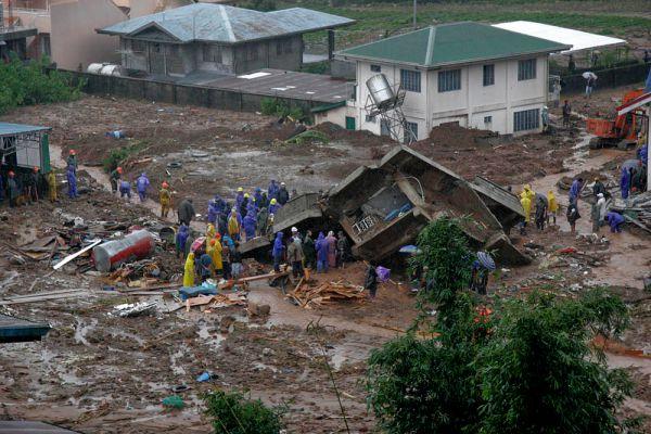 Общее число пострадавших от тайфунов «Кетсана» и «Парма» в Юго Восточной Азии достигло 4,4 миллионов человек. Разрушено более 40 тысяч домов.