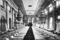 Госпитальная палата в Николаевском зале Зимнего дворца.