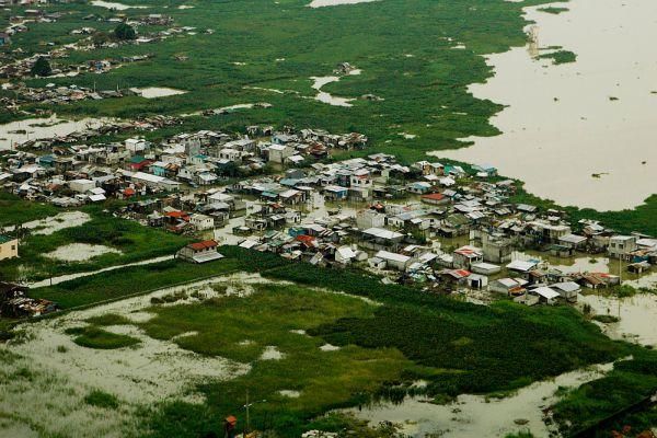 На Филиппинах погибли 464 человека, пострадали дома около 2,5 миллионов человек. В Лаосе «Кетсана» унесла жизни 16 человек, в Камбодже - 17 человек.