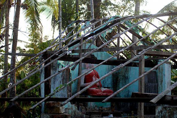 По данным National Hurricane Centers, скорость ветра урагана «Наргис» составляла 215 км/ч. Ущерб от него составил 4 миллиарда долларов. По данным ООН, жертвами циклона стали 138 тысяч человек и 2,4 млн жителей Мьянмы пострадали. После урагана разгорелся международный скандал. Власти Мьянмы обвинили международное сообщество в скупости и всерьез призывали своих граждан есть лягушек вместо оскорбительно мизерной, по их мнению, гуманитарной помощи.