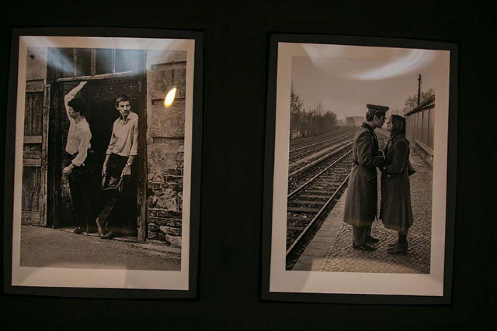 Фотографы были известны своими снимками, на которых запечатлены такие чувства, как влюбленность, грусть, боль, волнение