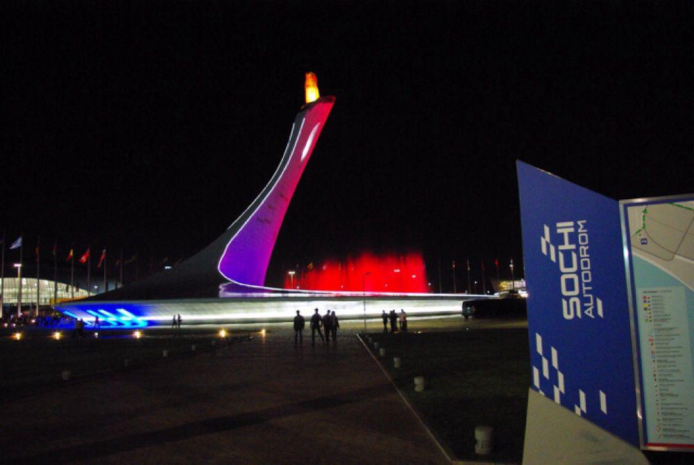 Развлекательная программа и автографсессии проходили на площади у Олимпийского факела.