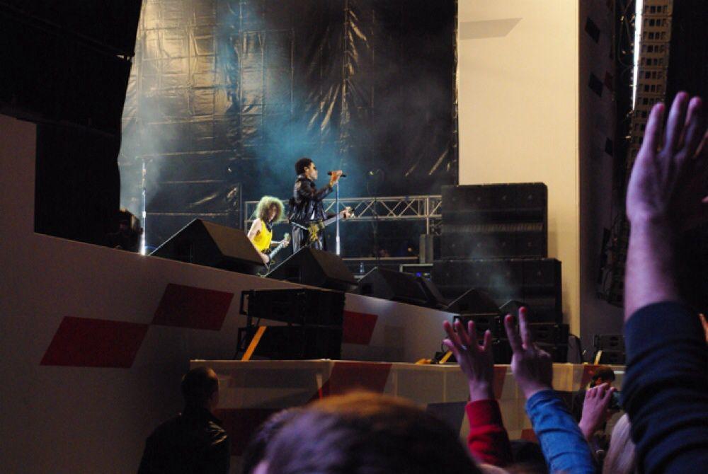 Самым запоминающимся для зрителей стал концерт Ленни Кравитца. публика не хотела его отпускать и вызывала на бис.