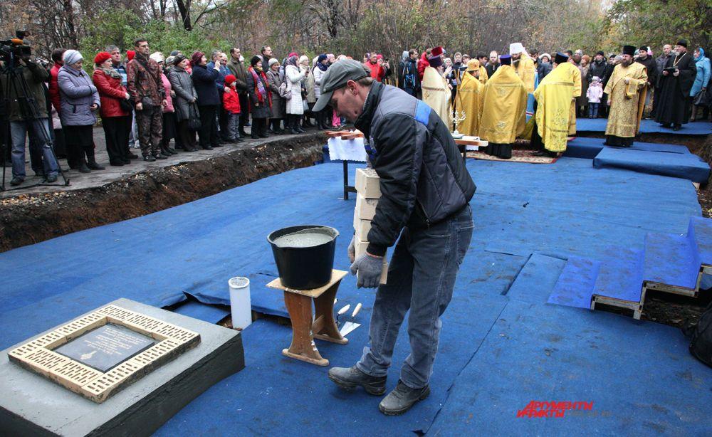 Новый храм строится на пересечении ул.Сталеваров и ул.Коммунистическая