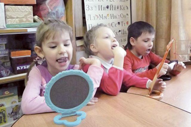 Занятия с логопедом решат проблемы с произношением у детей.