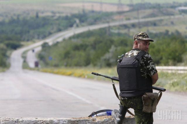 Украинский военнослужащий на блокпосту в Донецкой области