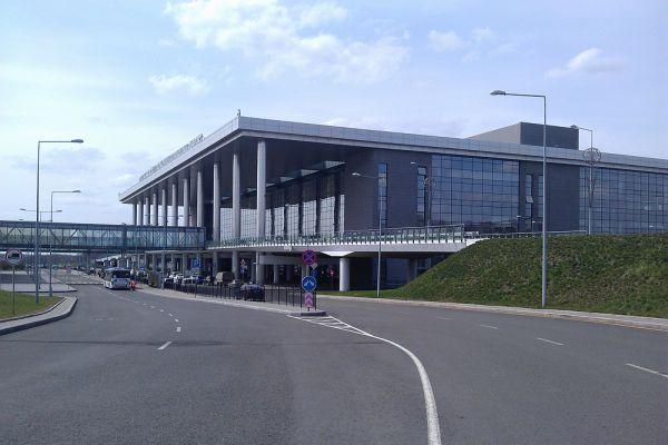 В 2012 году на реконструкцию  аэропорта «Донецк» им. Сергея Прокофьева потратили 875 млн долларов.
