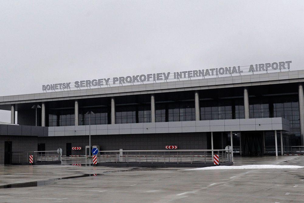 По проекту новый аэропорт мог обслуживать до 5 млн пассажиров в год, что делало его вторым по загруженности на Украине. Был построен новый семиэтажный терминал с пропускной способностью 3100 пассажиров в час.