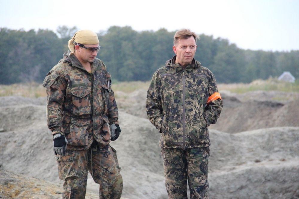 Возглавил рейд по пресечению незаконной добыче янтаря начальник УМВД генерал-лейтенант полиции Евгений Мартынов.