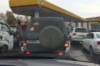 Очередь за бензином в одном из соседних регионов. В позапрошлую субботу, 4 октября, такую картину можно было видеть на нескольких АЗС Новосибирска.