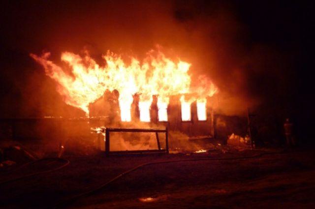 На Херсонщині вогонь ледь не забрав життя 10 людей під час пожежі на ринку