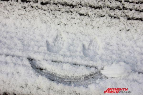 Первый снег - повод улыбнуться.