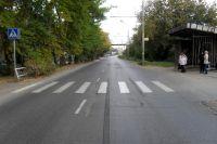 Ребёнок пытался перебежать дорогу в неположенном месте.