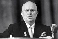 Никита Сергеевич Хрущёв выступает на митинге трудящихся Москвы после возвращения с XV сессии Генеральной ассамблеи ООН, где он возглавлял советскую делегацию.