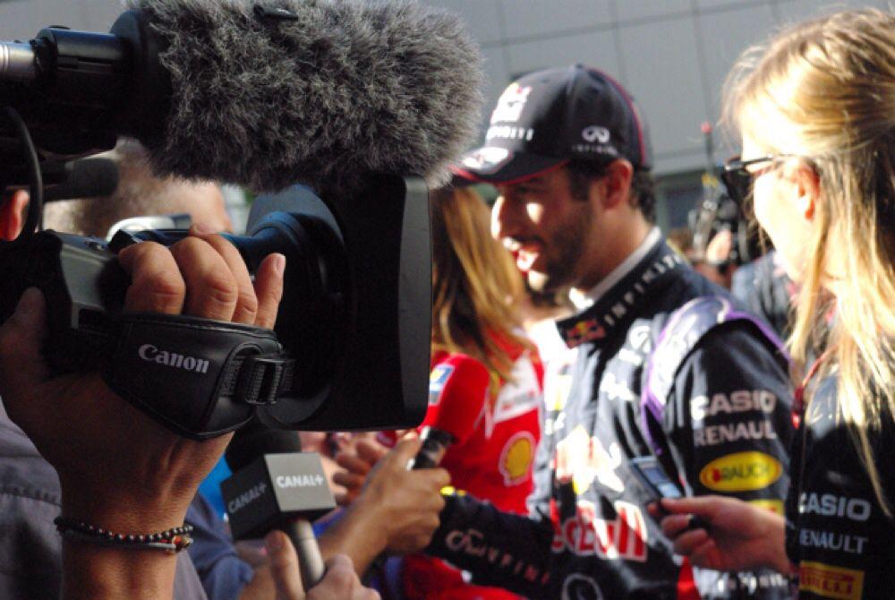 Даниэль Риккардо давал интервью журналистам чаще других пилотов.
