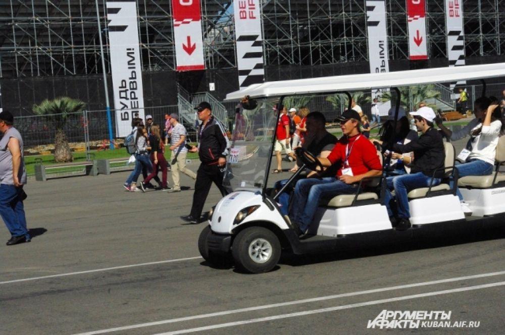 Весной в Олимпийском парке запустили гольф-кары.