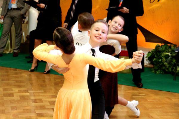 Несколько этапов соревнований проходили под живое исполнение солиста Брянского городского эстрадного оркестра под управлением Б. Мирзояна Андрея Запецкого.