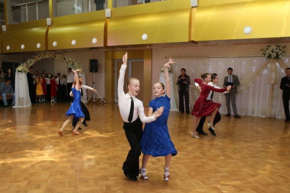 В соревнованиях приняли участие более 330 пар из Брянска, Дубны, Калуги, Курска, Мурманска, Наро-Фоминска, Орла, Смоленска и Тулы.