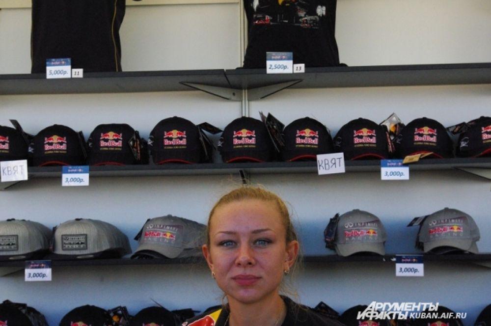 Для увеличения спроса продавцы сувениров специально делали пометку «Квят» на продукции его команды.