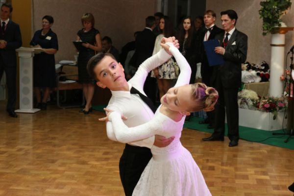Танцоры состязались в европейской и латиноамериканской программах.