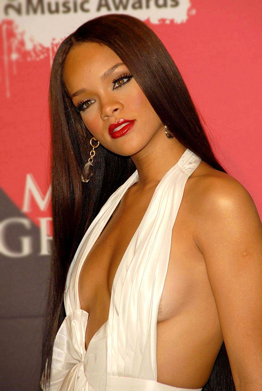 2011 год. Риана – пока единственная не актриса, которую выбрал Esquire как самую сексуальную женщину.