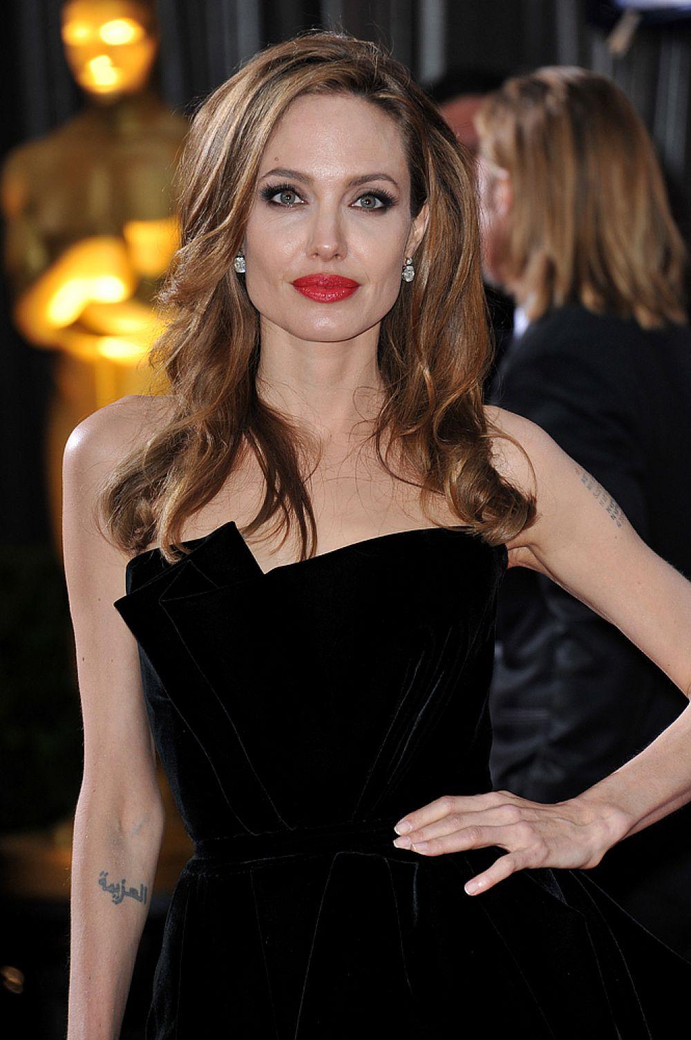 В далеком 2004 году самой сексуальной женщиной планеты Esquire выбрал Анжелину Джоли.