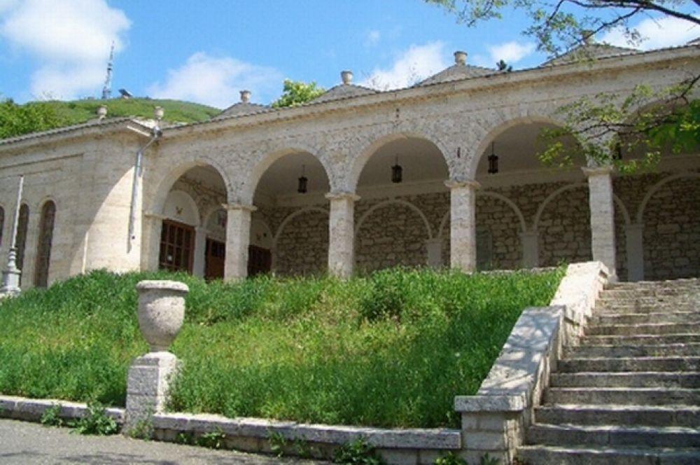 Академическая галерея. Во времена Лермонтова это был самый популярный источник на Кавказских водах.