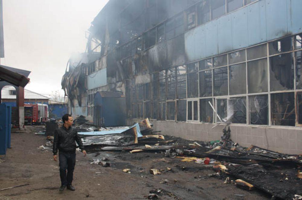 Кстати, за сутки в Казани сгорели два рынка: Караваево (Авиастроительный район) 12 октября и Вьетнамский