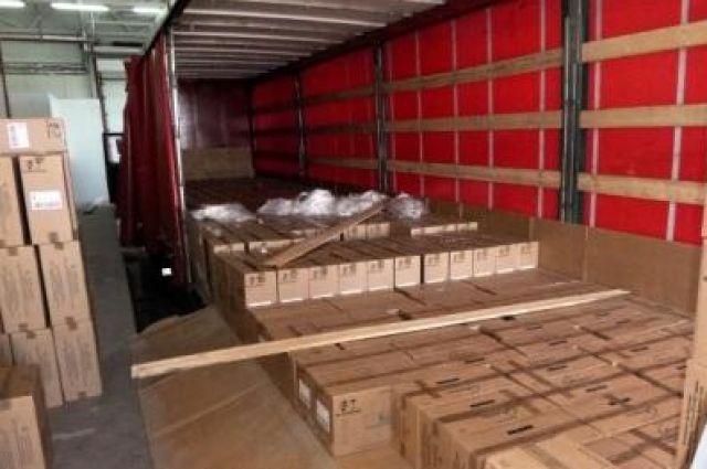 Таможенники не поленились пересчитать коробки.