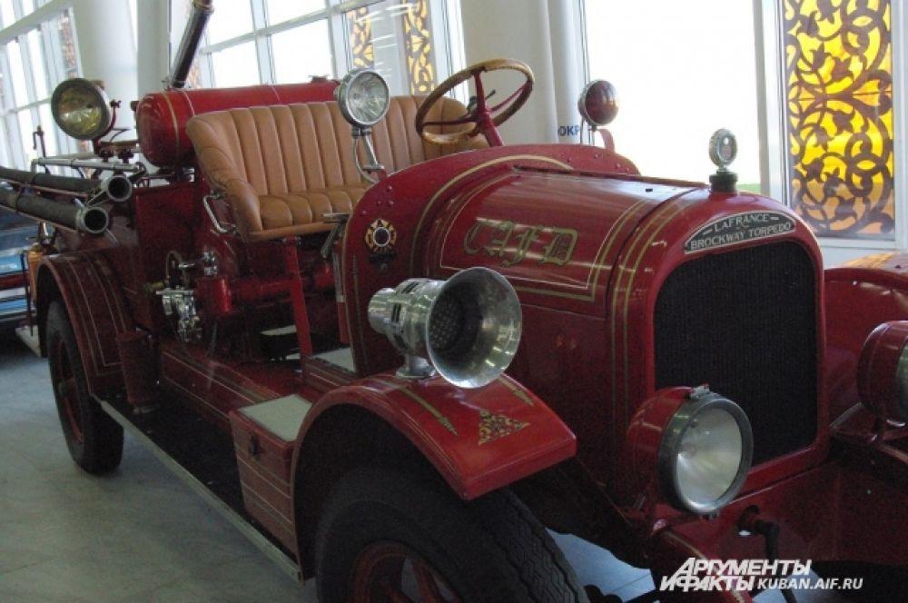 LaFrance Brockway Torpedo. Самый старый экспонат в коллекции - ездил еще в конце 20-х годов прошлого века.