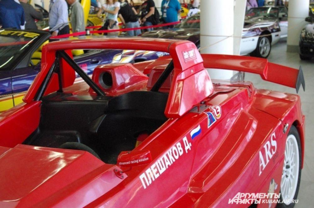 Вот на таком авто краснодарский гонщик завоевывал награды в дрэг-рейсинге.