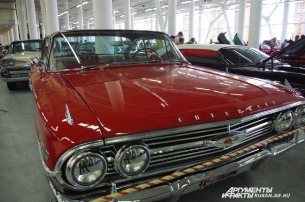Chevrolet Impala 1960 года выпуска. Это была самая продаваемая модель автомобиля в США.