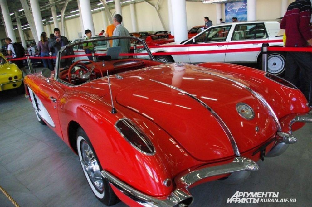 Chevrolet Corvette выпускается в США, начиная с 1953 года.